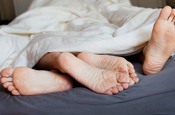 Секс с презервативом вынимать заранее