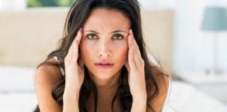 Болит голова при месячных