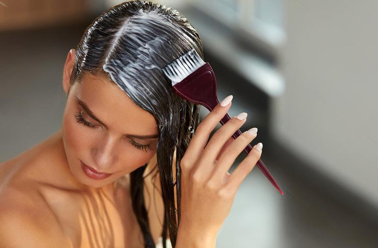 Красить волосы во время месячных
