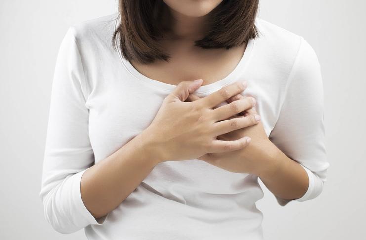 Задержка и боль в груди